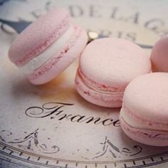 Macarons from Paris ✿⊱╮ Macarons Rose, Pink Macaroons, French Macaroons, Laduree Paris, Pink Paris, Cupcakes, Everything Pink, Pretty In Pink, Sweet Treats