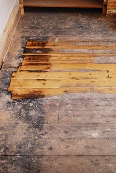 It's been done for a while now, so it's high time that we share the details of our living room floor restoration with you. It's one of favourite makeovers Hardwood Floors Restore, Old Wood Floors, Refinishing Hardwood Floors, Diy Flooring, Timber Flooring, Floor Refinishing, Flooring Ideas, Painted Wooden Floors, Painted Floorboards