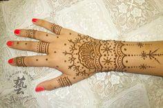aupoman HK henna tattoo hand - 50 Intricate Henna Tattoo Designs | Art and Design