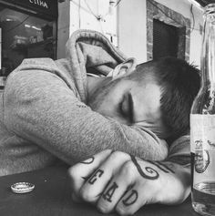 you couldn't hear that I was completely falling apart without you? Zayn Malik, What Is Play, Celebs, Celebrities, Hot Boys, Cute Guys, Pretty Boys, Beautiful Men, Rapper