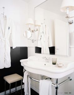 love the black wainscoting!