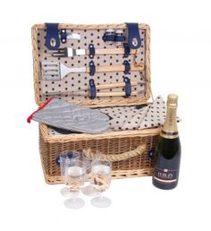 BBQ Bar-b-que Picnic Basket Hamper Set A stylish picnic hamper containing: 4 x Glasses 4 x Napkins 1 x Cruet set 1 x Corkscrew 3 Piece BBQ tool set Send Gift Basket, Food Gift Baskets, Food Hampers, Gift Hampers, Picnic Hampers, Wicker Hamper, Hamper Basket, Barbecue, United Kingdom