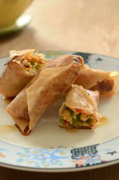 The most fresh and delicious veggie spring rolls. Bake them instead of frying. Veggie Spring Rolls, Football Food, Soul Food, Finger Foods, Tapas, Fries, Food And Drink, Veggies, Mexican