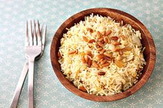 Saffron Rice with Pine Nuts and Golden Raisins by chocolateandchillies via food.dailybuzz #Rice_Pilaf #Saffron #Raisins
