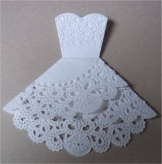 Doily folding into wedding dress!! Love this idea!! --wish it wasn't glued together so it could be opened with wedding details inside Dress Tutorials, Cool Diy Projects, Doilies, Place Mats