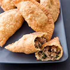 Like a Latin American empanada, these deep-fried Natchitoches Meat Pies from Louisiana are filled with savory ground meat and spices. Cajun Recipes, Meat Recipes, Cooking Recipes, Curry Recipes, Weekly Recipes, Cajun Cooking, Cajun Food, Cookbook Recipes, Natchitoches Meat Pie Recipe
