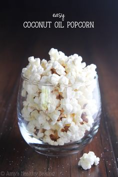 Coconut Oil Popcorn -- you just need 3 ingredients & a pot for this healthy snack! Just 88 calories in each HUGE serving!Easy Coconut Oil Popcorn -- you just need 3 ingredients & a pot for this healthy snack! Just 88 calories in each HUGE serving! Healthy Popcorn, Good Healthy Snacks, Healthy Recipes, Healthy Baking, Granola, Coconut Oil Popcorn, Pizza Margarita, Healthy Breakfast Bowl, Recipes