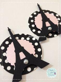 Tag no tema Paris Dimensões: Círculo maior - 5cm. Círculo menor - 3,8 cm. Torre Eiffel - 6,5 cm altura x 4,5 cm largura. R$ 0,70
