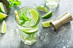 This is the best Mojito recipe, with a quick homemade mojito simple syrup to intensify the flavor! Plus, all my tips on how to make Mojitos for a crowd! #Mojito #MojitoRecipe #Howtomakeamojito #Cocktail #Cocktailrecipes #cocktails #rumcocktails Coconut Mojito, Pineapple Coconut, Jello Shot Recipes, Alcohol Drink Recipes, How To Make Mojitos, Best Mojito Recipe, Easy Shots, Mint Oil, Ninja Recipes