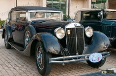 Lancia Dilambda (1928-1935). Three versions of the Dilambda were built: First series, produced between 1928 and 1931, total 1,104 built. Second series, produced between 1931 and 1933, total 300 built. Modified gearbox and brakes.Third series, produced between 1933 and 1935, total 281 built. Modified chassis for more aerodynamic style, it was built only with long wheelbase.