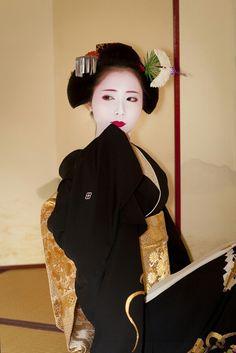Momoko #japan #kyoto #kimono #geisha