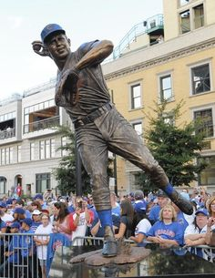 Ron Santo statue outside of Wrigley Field