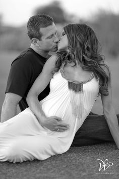 romantic maternity photo shoot