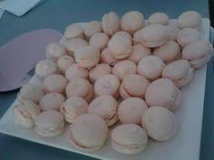 strawberry and cream macarons