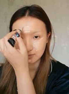 There is a reason why they are called makeup artists. If you ever doubted the artistic value of makeup before, Chinese vlogger He Yuhong will change your mind with her stunning recreations of historic works, and oh yeah, Taylor Swift too. Best Volumizing Mascara, Best Lengthening Mascara, Smudge Proof Mascara, Clear Mascara, Makeup Tips Natural Look, Purple Mascara, Makeup Vanity Storage, Best Waterproof Mascara, Makeup Artist Portfolio