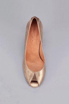 Dream Shoes, Crazy Shoes, Me Too Shoes, Pretty Shoes, Beautiful Shoes, Shoe Boots, Shoes Sandals, Flats, Bridal Shoes