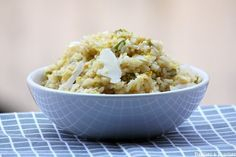 Risotto-aux-poireaux-au-citron-et-au-Parmesan. No Salt Recipes, Cooking Recipes, Healthy Meals To Cook, Healthy Recipes, Paella, Parmesan Risotto, Confort Food, Salty Foods, Cereal Recipes