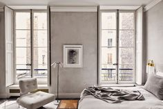 This minimal apartment located in Bellechasse Paris by architect Joseph Dirand is a stunner. That marble. all images via Joseph Dirand Modern French Interiors, Modern Interior Design, Interior Architecture, Grey Interiors, Design Interiors, Joseph Dirand, Deco Design, Apartment Design, Apartment Therapy