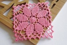 crochet by ByHaafner Image detail for -Knitting-cro `*** ♥ ** ♥ ** ♥ ** Crochet and Dreaming *** ♥ ** ': Mini wipes This looks like the Queen Ann' This Pin was discovered by Ste Crochet Squares, Point Granny Au Crochet, Crochet Motifs, Filet Crochet, Crochet Blocks, Granny Square Crochet Pattern, Thread Crochet, Hand Crochet, Crochet Stitches