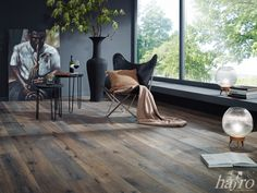 Carbonisiert   Bandsägespuren   gebrauchsfertig oxidativ Natur geölt  LÄNGE: 1900 mm BREITE: 190 mm STÄRKE: 15 mm SYSTEM: Dropdown Clic mit Fase AUFBAU: 3-Schicht Landhausdiele #hafroedleholzböden #parkett #böden #gutsboden #landhausdiele #bödenindividuellwiesie #vinyl #teakwall #treppen #holz #nachhaltigkeit #inspiration Eames, New Homes, Vinyl, Chair, Inspiration, Furniture, Home Decor, Contemporary Design, Timber Wood
