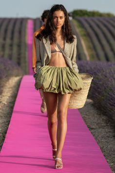 Jacquemus Spring 2020 Menswear Fashion Show - Vogue Fashion Weeks, Fashion 2020, Paris Fashion, Runway Fashion, High Fashion, Fashion Outfits, Womens Fashion, Jacquemus, Style Haute Couture