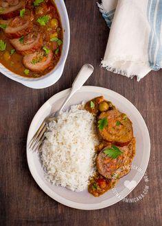 Tanto la Rep. Dominicana como Venezuela tienen platos llamados Carne Mechada, la única coincidencia es que ambos son a base de carne de res. Los dos son dignos de probar.