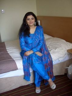 Hungry Housewife Suchitra seeks men touch 2 awesome feels on bed