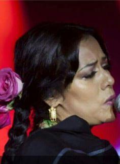 """¡Me duele el drama de los emigrantes, la marginacion de los latinos en otras partes del mundo, la discriminacion de la mujer y reconforta saber que mediante la musica puedo mover a la reflexion o al cambio social"""" Lila Downs"""