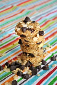 Raw chocolate chip cookies made with ground cashews, dates, almond (or peanut) butter & chocolate chips!
