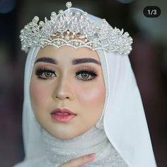 Kebaya Wedding, Muslim Wedding Dresses, Muslim Brides, Wedding Hijab, Wedding Make Up, Dream Wedding, Crown Pattern, Akad Nikah, Crowns