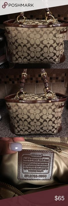🌺🎀Coach Brown Shoulder Bag🌺🎀 🌺🎀Coach Brown Shoulder Bag🌺🎀 this bag is in good condition ready to wear Coach Bags Shoulder Bags