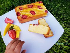 CHEC DE GRIS CU MANGO SI CAPSUNI - Flaveur Healthy Desserts For Kids, French Toast, Mango, Breakfast, Food, Manga, Hoods, Meals