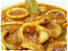 Una receta que gusta mucho muchísimo en casa son estos calamares en salsa una Güveç yemekleri Kitchen Recipes, Cooking Recipes, Healthy Recipes, Tapas, Good Food, Yummy Food, Fish Dishes, Fish And Seafood, Light Recipes
