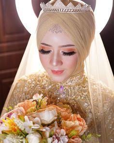 Dekorasi MUA Bridal kebaya (@helena_wedding) • Foto dan video Instagram Hijabi Wedding, Wedding Hijab Styles, Muslimah Wedding Dress, Hijab Wedding Dresses, Wedding Bride, Simple Wedding Makeup, Wedding Makeup Looks, Wedding Looks, Bridal Hijab