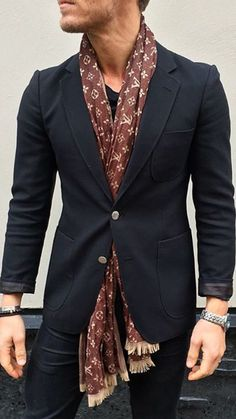 Zarif duo men's fashion fashion, mens fashion:cat и style Mens Scarf Fashion, Mens Fashion Suits, Fashion Outfits, Style Fashion, Gentleman Mode, Gentleman Style, Mens Silk Scarves, Men's Scarves, Bon Look