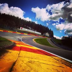 Belgium - Spa Francorchamps ... Indy Cars, Background Pictures, Vintage Racing, Landscape Paintings, Belgium, Race Cars, Places To Go, Beautiful Places, Around The Worlds