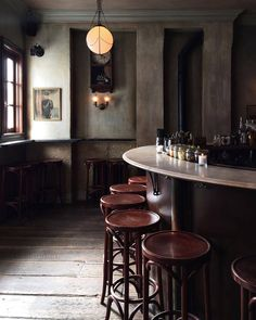 """cvilletocharlestown: """" Maison Premiere in Brooklyn, NY honestly one of the best bars I've been in """" Love this style curved bar as a back bar or a bar Cafe Bar, Cafe Shop, Pub Bar, Bar Restaurant, Restaurant Design, Commercial Design, Commercial Interiors, Bar A Vin, Oyster Bar"""