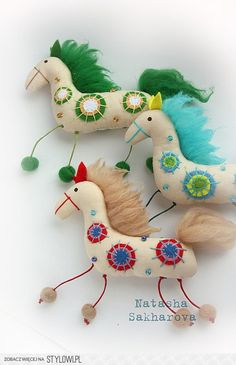 interior textile doll toy Sakharova Natalia: Funny horse be sure to click translation Sewing Toys, Sewing Crafts, Felt Crafts, Fabric Crafts, Felt Christmas, Christmas Crafts, Christmas Ornaments, Craft Projects, Sewing Projects