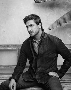 Not so happy without Erin! Jack Thornton, Daniel Lissing, Jack And Elizabeth, Character Bank, Men Are Men, Stud Muffin, Female Images, Best Shows Ever, Bellisima