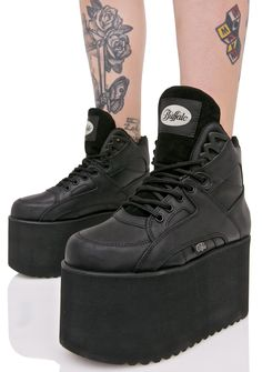 Buffalo Texas Platform Sneakers cuz everythang's bigger in Texas, bb! These ultra cool platform sneakers feature a supa smooth black leather construction, mega comfy 'N chunky padded high-top style, sky high treaded platforms, classikk Buffalo branded deets, and full length lace-ups.