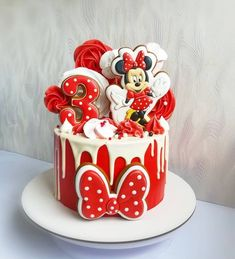 Find the best ideas to have a cute red Minnie Mouse Party using only modern details to make a lot of style on this girl's birthday. Festa Mickey Baby, Mickey And Minnie Cake, Bolo Mickey, Mickey Mouse Cupcakes, Mickey Cakes, Minnie Mouse Cake Design, Torta Minnie Mouse, Minnie Mouse Theme Party, Red Minnie Mouse