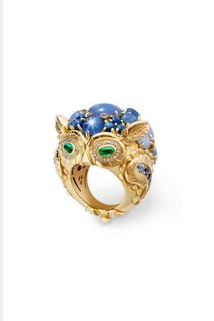 Temple St.Clair 'Great Horned Owl' ring in yellow gold, set with star sapphires, Ceylon sapphires, emeralds and diamonds.