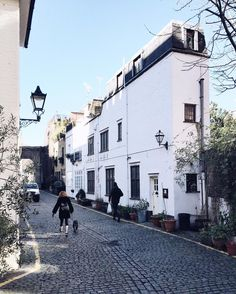 Apparently if you really want something you need to visualise it to make it happen. So dear universe picture this: I really really really want to live in a London mews. Okay?