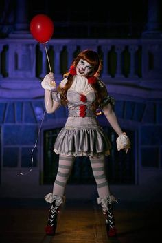 Pennywise (Female Ver.) from it cosplay by Laurasonika photo by MUZ Cosphotoplay #Pennywisecosplay #IT #cosplayclass