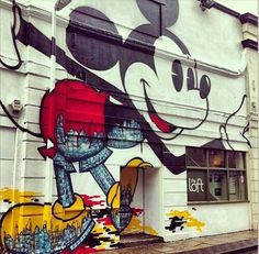 Mickey Mouse Street Art very cool! We should line the streets with amazing art, uplifts the spirit! Believed to be by David Flores Los Angeles 3d Street Art, Amazing Street Art, Street Artists, Amazing Art, Wall Street, Graffiti Art, Street Art Graffiti, Art Disney, Disney Kunst
