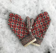 Russian Flower Mittens Ravelry: Russian Flower Mittens pattern by Kristen McLaren Record of Knitting Wool spinning, weaving and stitching jobs . Knitted Mittens Pattern, Knit Mittens, Knitted Gloves, Fingerless Mittens, Knitting Charts, Knitting Patterns, Crochet Patterns, Sweater Patterns, Hat Patterns