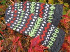 Käsitöiden ja etenkin neulomisen värittämää elämää villasukista lapasiin ja myssyköistä ties minne :)