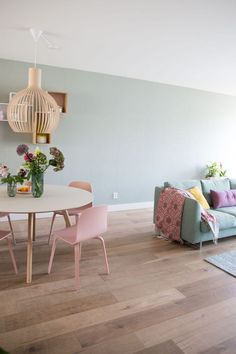 Home interior Design Videos Living Room Hanging Plants Link – Right here are the best pins around Coastal Home interior! Home Living Room, Interior Design Living Room, Living Room Designs, Living Room Decor, Interior Decorating, Pastel Living Room, Studio Interior, Apartment Interior, Interior Walls