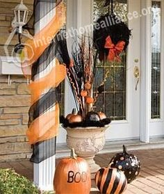 Front porch decorating Halloween Town, Holidays Halloween, Halloween Crafts, Happy Halloween, Holiday Crafts, Halloween Porch Decorations, Thanksgiving Decorations, Columns Decor, Porch Columns