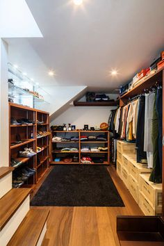 YKSG: 株式会社建築工房DADAが手掛けたウォークインクローゼットです。 Style At Home, Room Interior Design, Interior Decorating, Room Corner, Master Bedroom Closet, Closet Space, House Rooms, Smart Home, Room Inspiration